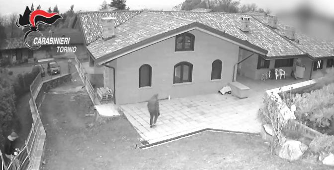 CARABINIERI - TORINO * FURTI: « ARMATI DI BASTONI E COLTELLI, SACCHEGGIAVANO VILLE ISOLATE MENTRE I PROPRIETARI DORMIVANO » (VIDEO)