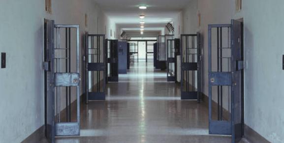 UILPA - POLIZIA PENITENZIARIA * CARCERI: DE FAZIO, « È IMPROVVIDO SOSPENDERE LA VACCINAZIONE NEI PENITENZIARI »