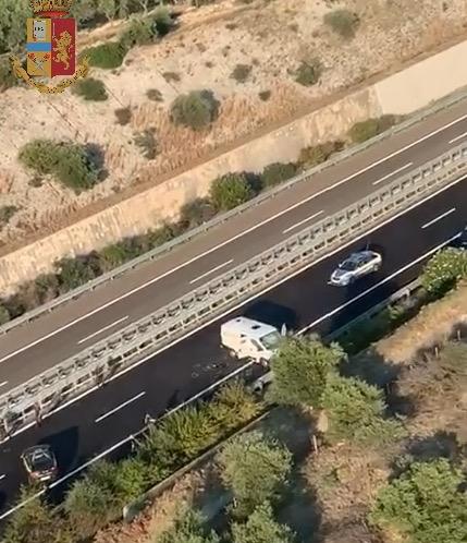 POLIZIA DI STATO * 'ASSALTO AL PORTAVALORI IN A14 - CERIGNOLA / CANOSA DI PUGLIA: « IL VIDEO CON LE RIPRESE DALL'ELICOTTERO »