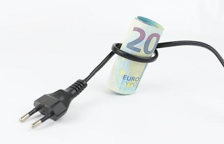 CGIA MESTRE * TARIFFE BOLLETTE: « LE PICCOLE IMPRESE PAGANO L'ENERGIA ELETTRICA 151,4 EURO OGNI 1.000 KWH CONSUMATI, IL DOPPIO RISPETTO ALLE GRANDI AZIENDE »