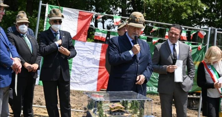ANA - ASSOCIAZIONE NAZIONALE ALPINI * SISMA CENTRO ITALIA: FAVERO, « AL VIA LA COSTRUZIONE DELL'EDIFICIO AD ACCUMOLI, ASPETTAVAMO DA TEMPO QUESTO GIORNO »